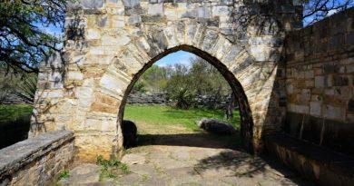 long horn cavern entrance