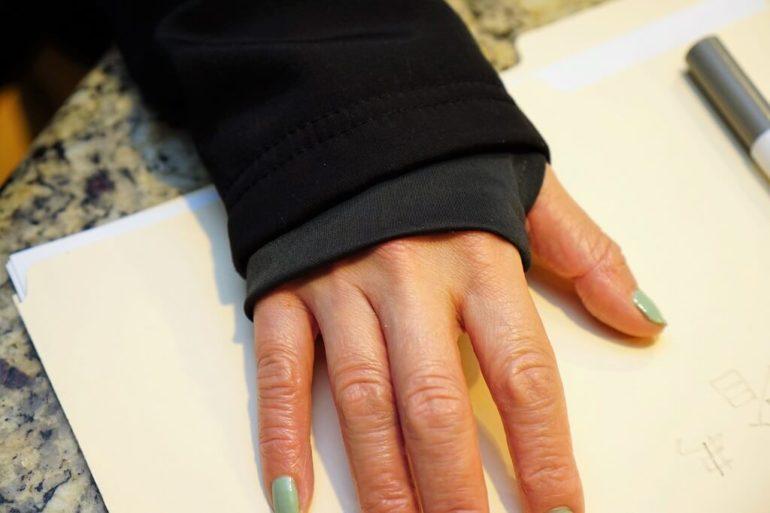 thumb hole sleeve hoody