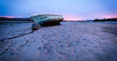 low tide boats